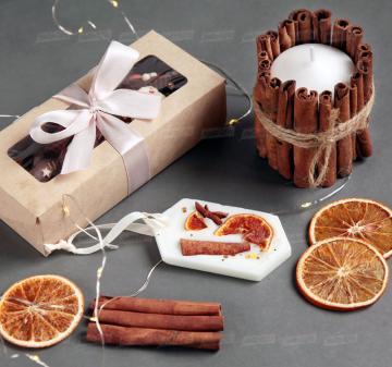 Красивые корпоративные подарки | - Игристое вино Asti Martini, 187 мл - Крем-мед с апельсином 250  мл - Медианты шоколадные (белый, молочный, темный шоколад) - Флорентийское саше из соевого воска - Декоративная свеча с корицей