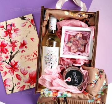 Подарок для женщин на 8 марта
