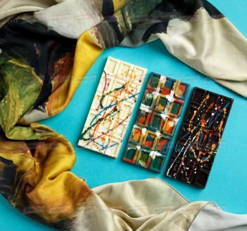 Подарки бизнес партнерам и клиентам 2020   -Женский головной платок 70х70, шелковый с авторским принтом.  Креативный шоколад, подарочная упаковка кашированный картон. Брендирование. Изготовление, пошив платков по вашему ТЗ. Дизайн-макеты платков.