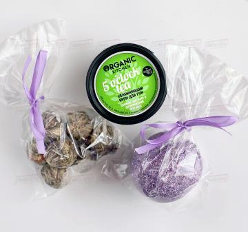 не дорогие новогодние подарки с логотипом оптом клиентам. НЕОБЫЧАЙНЫЙ RELAX | расслабляющий набор - Связанный чай, 50 гр. Это необычный чай, который связывают вручную исключительно из элитных сортов зеленого чая. Главной загадкой и интригой этого чая является ароматный цветок, который добавляют в этот чай. - Крем для рук - увлажняющая чайная церемония, 100 мл. - Бомба для ванны,  110 гр.