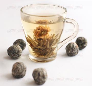 - Связанный чай, 50 гр. Это необычный чай, который связывают вручную исключительно из элитных сортов зеленого чая. Главной загадкой и интригой этого чая является ароматный цветок, который добавляют в этот чай.