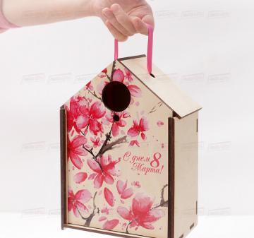 упаковка для корпоративных подарков  СКВОРЕЧНИК   коллегам на  8 марта Подарочный футляр для подарков из дерева в виде дома или скворечника, фанера 5 мм. Брендирование бесплатно. Печать любого векторного изображения.Размер: 180х260х110мм.